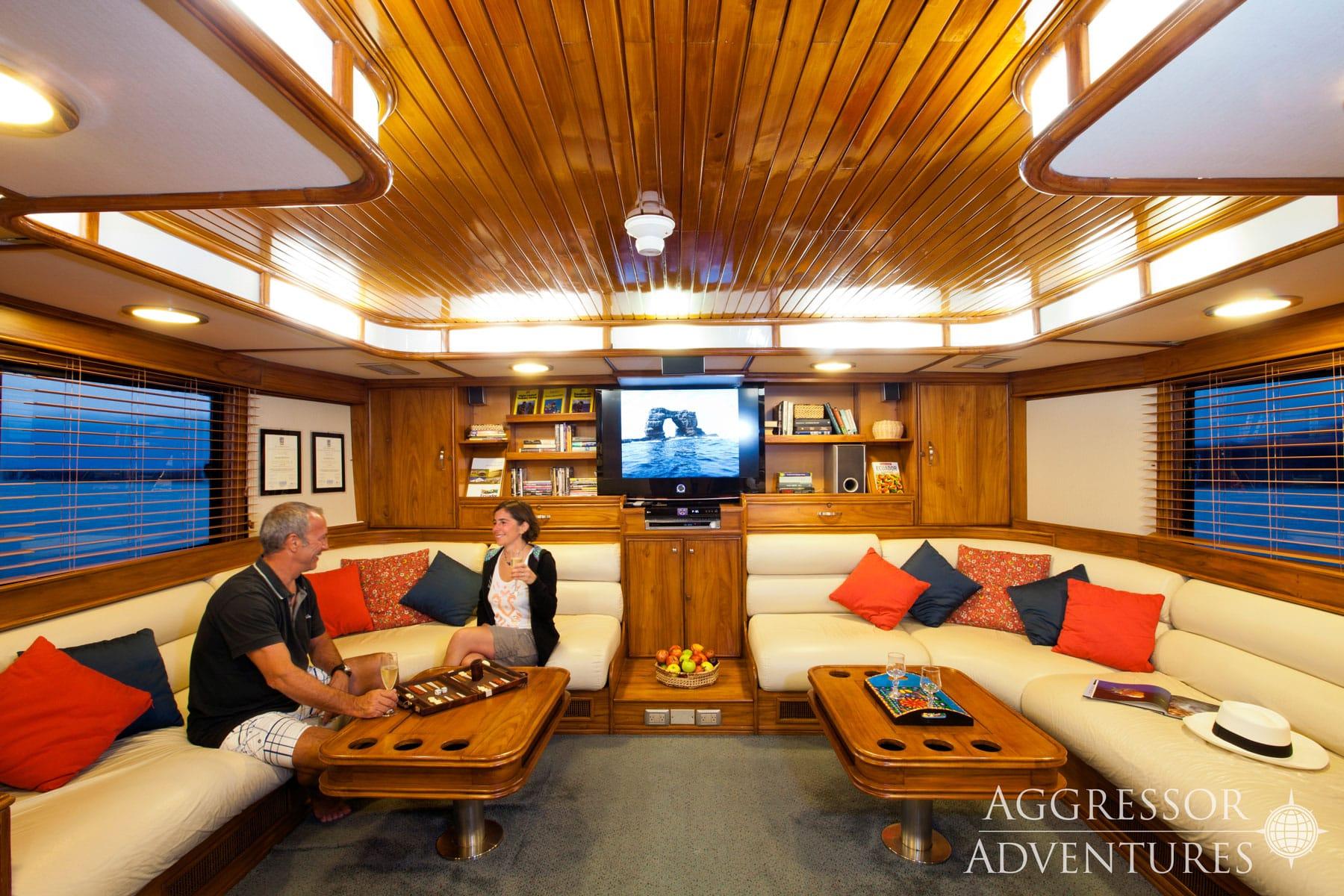 Galapagos Aggressor III salon