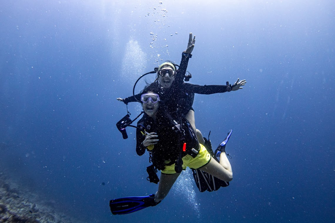 Ayesha and Tanya! On expedition with Dive Ninjas in the Maldives